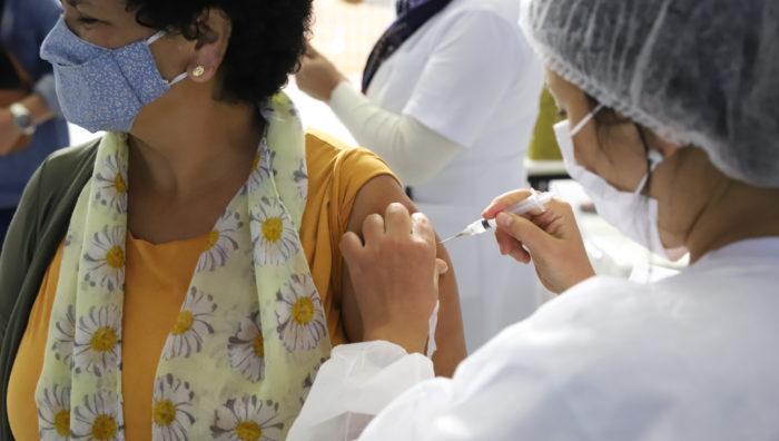 Público de 60 e 61 anos receberá 1ª dose da vacina neste sábado