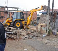 Fiscalização retira comércios instalados em área pública no Miguel Badra