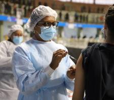 Suzano vacina adolescentes maiores de 14 anos contra a Covid-19