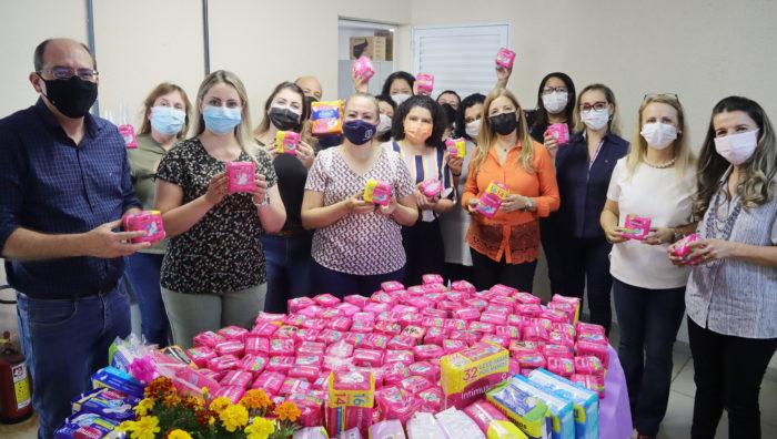 Campanha 'Todas Por Elas' recebe doação de 1,6 mil absorventes