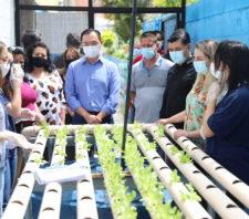 Prefeito de Suzano conhece práticas inovadoras em escola no Miguel Badra