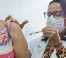 Vacinação contra a Covid-19 se mantém nos postos de Saúde