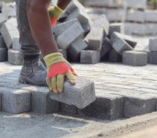 Obras de pavimentação seguem avançando em Suzano